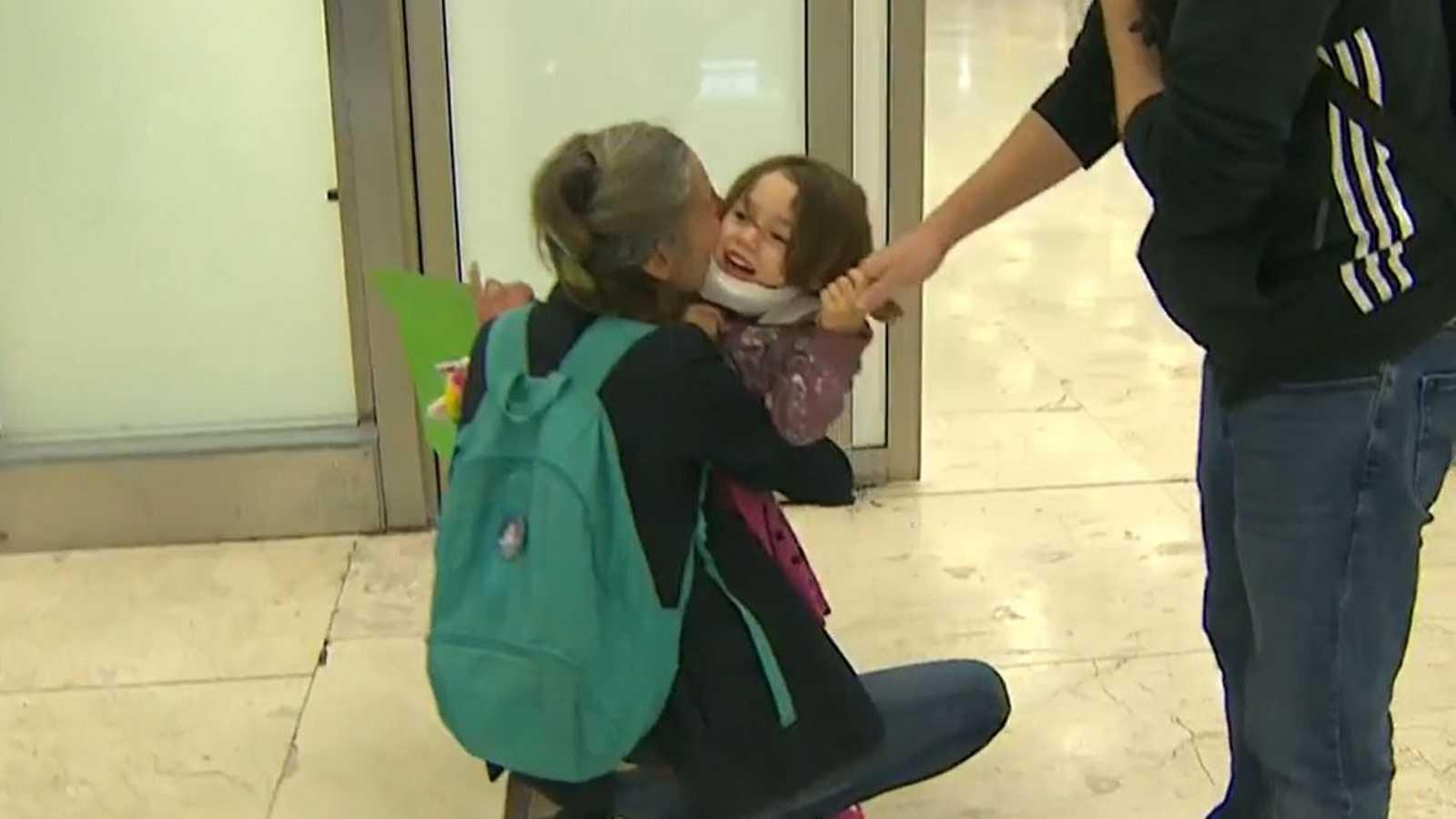El rencuento de Nalah y Ana: una pequeña que vuelve con su madre repatriada desde Argentina