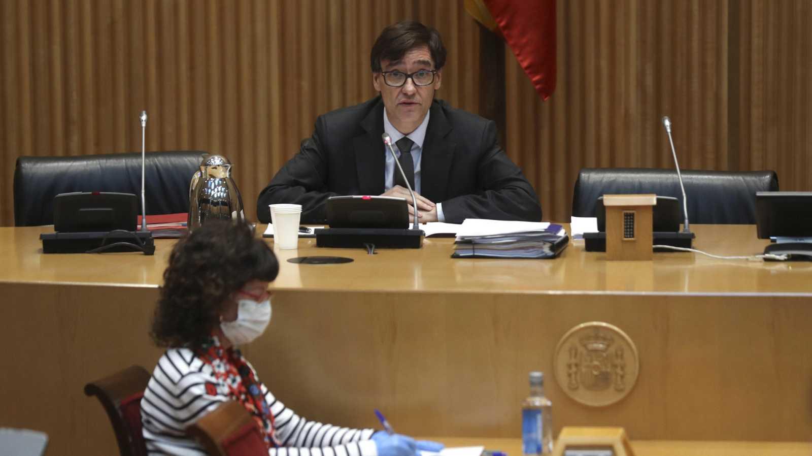 La oposición critica al Gobierno por los datos de fallecidos con coronavirus y Sanidad asegura que siguen los criterios de la OMS