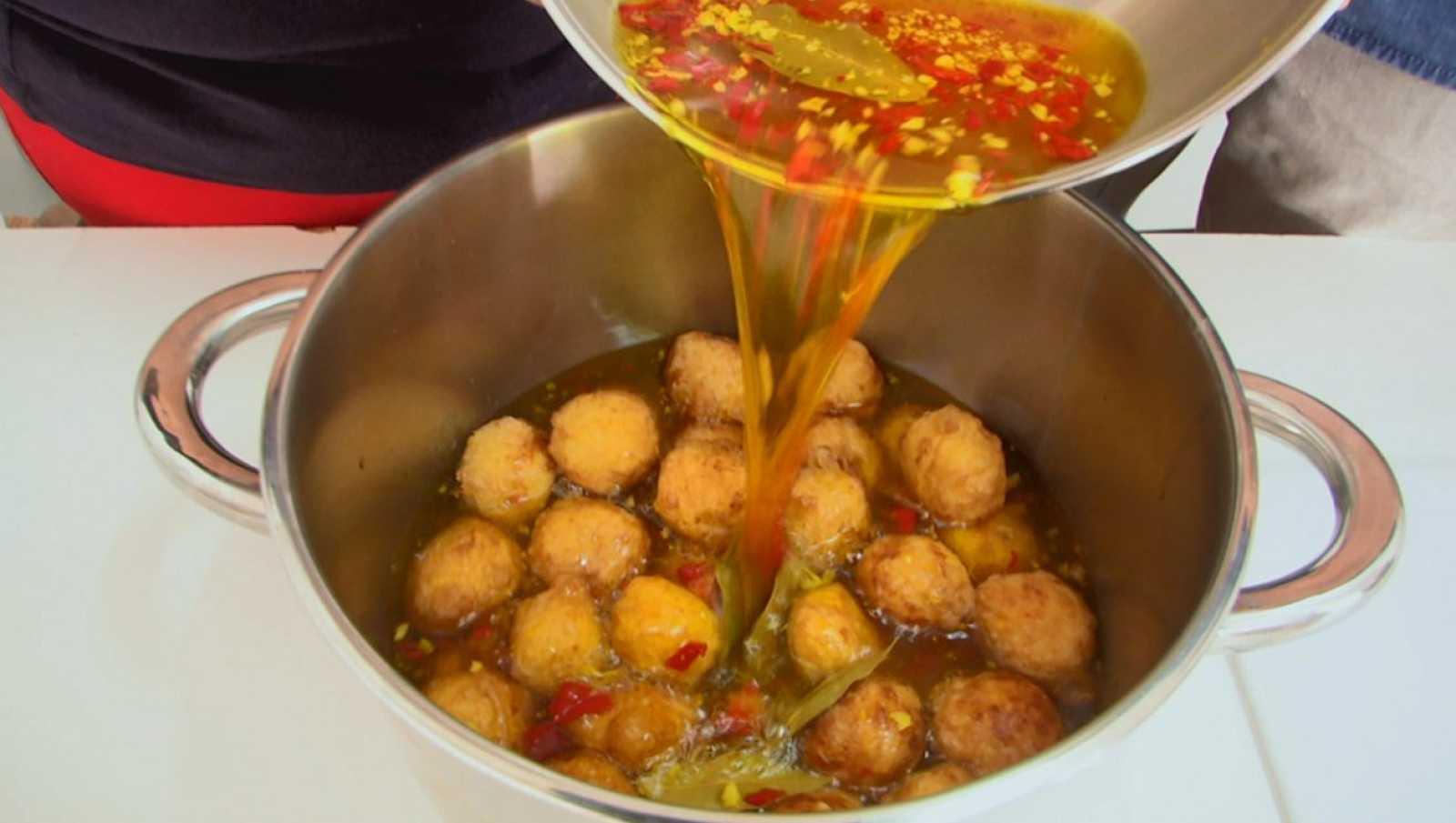 Bollos de patatas en escabeche, sabor de Cáceres