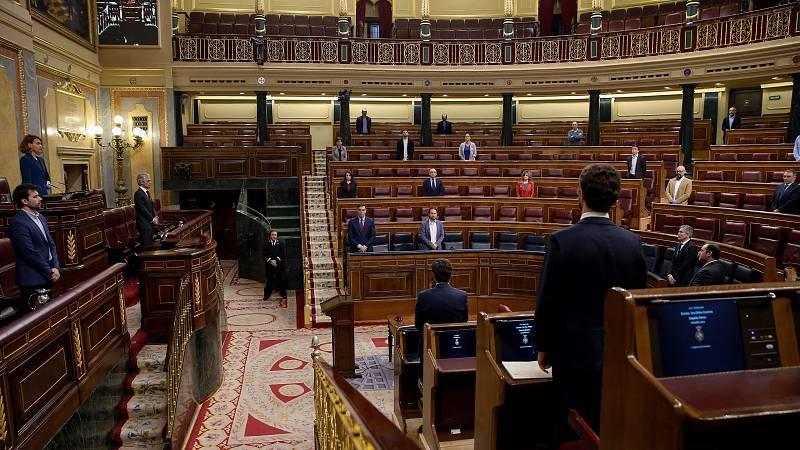 El Pleno del Congreso ha arrancado este jueves con un minuto de  silencio por las más de 14.500 personas que han fallecido ya en  España a causa del coronavirus y con las palabras de la presidenta de  la Cámara, Meritxel Batet, agradeciendo a los ciu