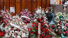 Flores y música en Sevilla, en un Jueves Santo sin procesiones por el coronavirus