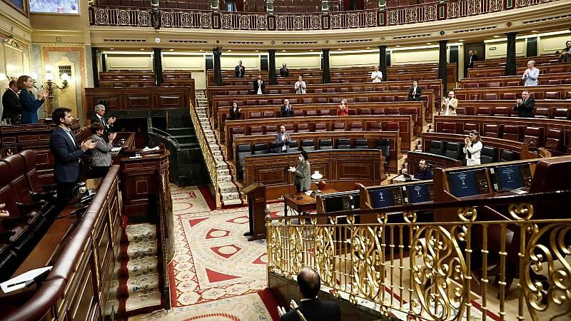 El Congreso vuelve a parar el pleno para sumarse a los aplausos a los sanitarios