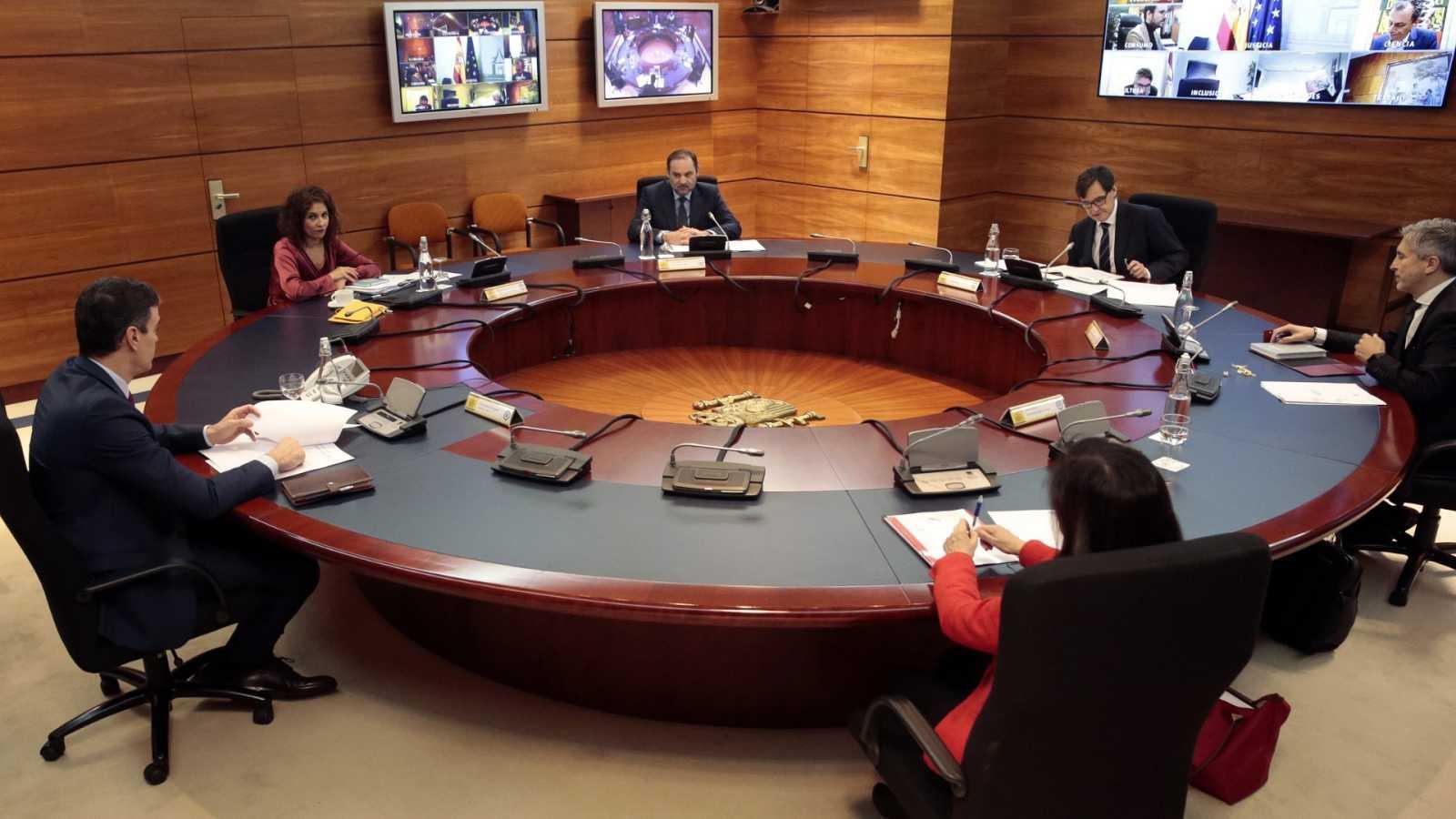 Gobierno y sindicatos proponen una renta mínima provisional de 500 euros mensuales