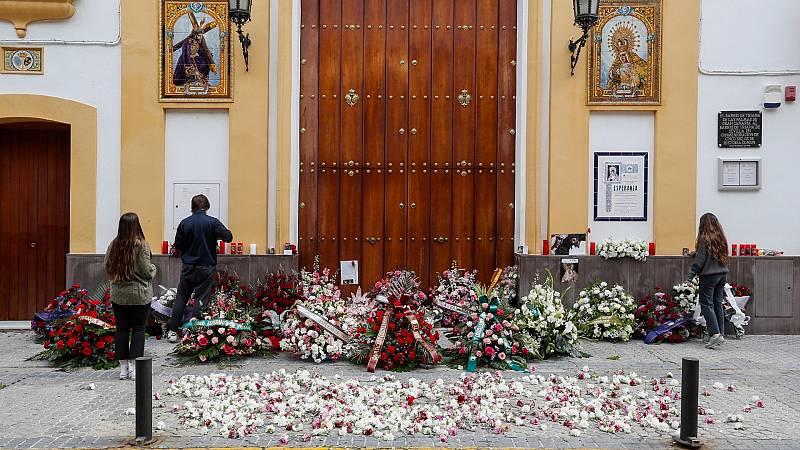 'Madrugá' solitaria y extraña en Sevilla ante el confinamiento por la pandemia
