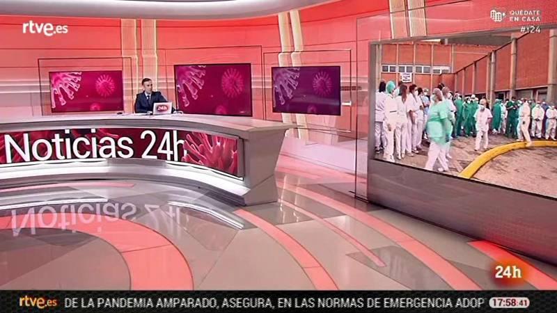 Los trabajadores del hospital Severo Ochoa de Leganés homenajean a un compañero fallecido con coronavirus