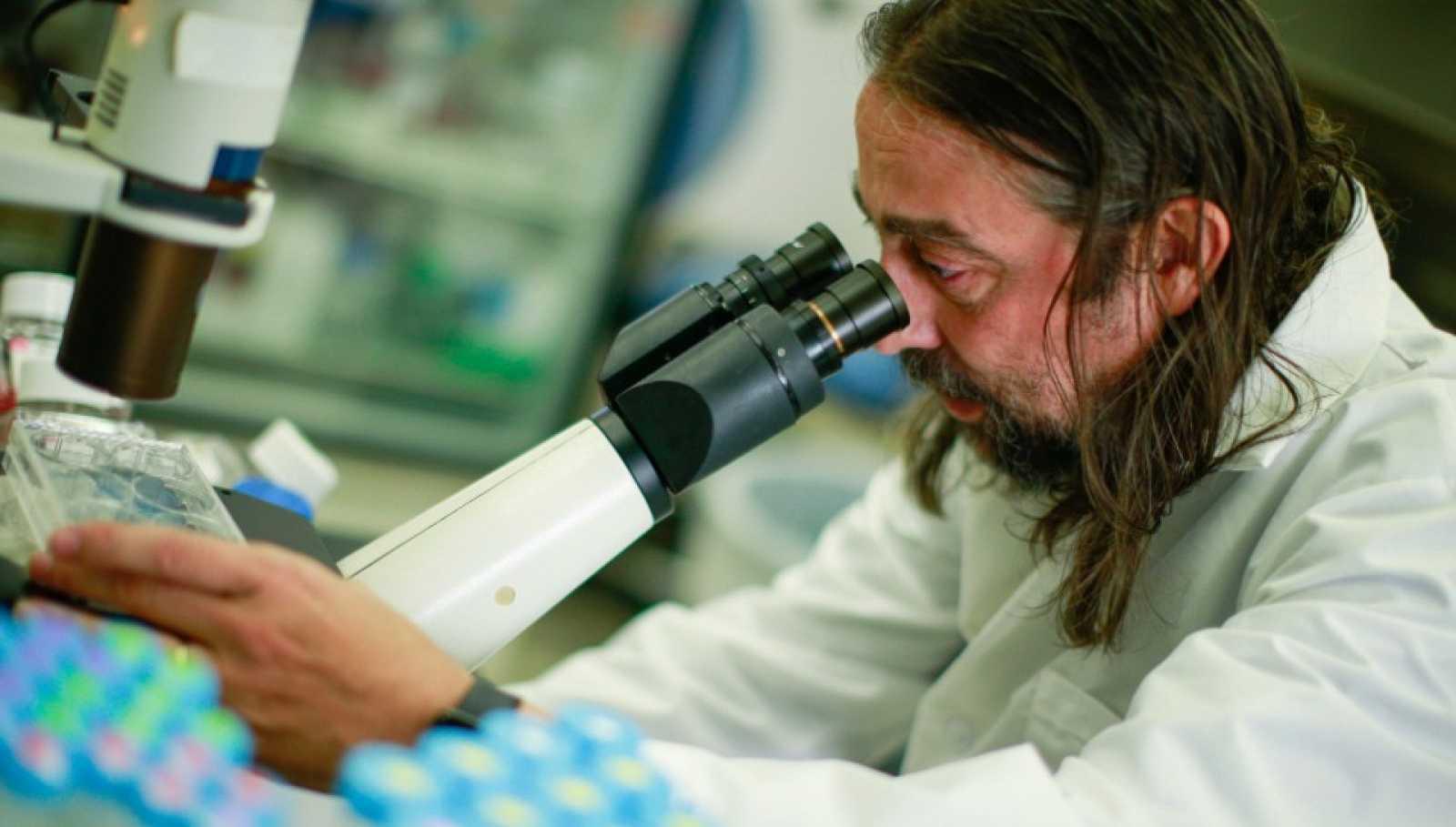 """El virólogo García-Sastre, en RTVE: si suben los contagios con la vuelta de la actividad económica """"hay que recuperar las medidas retiradas"""""""
