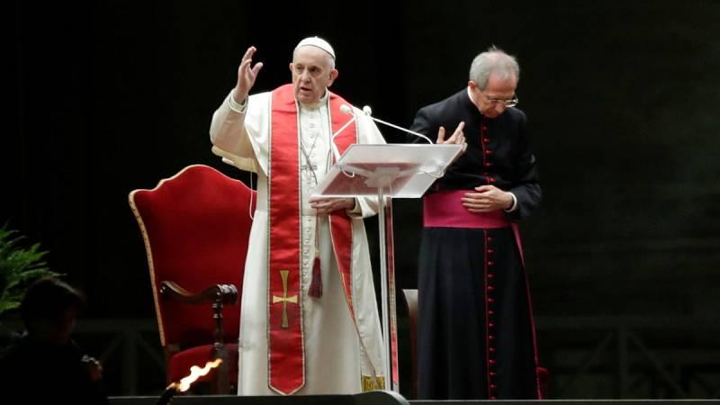 El papa Francisco preside un insólito Vía Crucis de Viernes Santo marcado por la pandemia del coronavirus