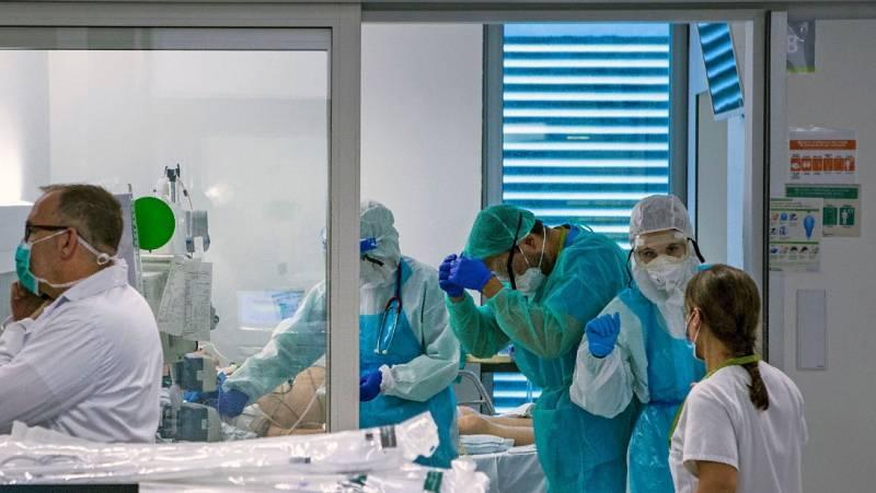 Hay alrededor de 25.000 sanitarios infectados, según Sanidad