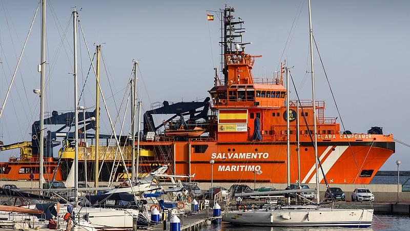 Los tripulantes de un buque de Salvamento Marítimo, confinados a bordo por el coronavirus