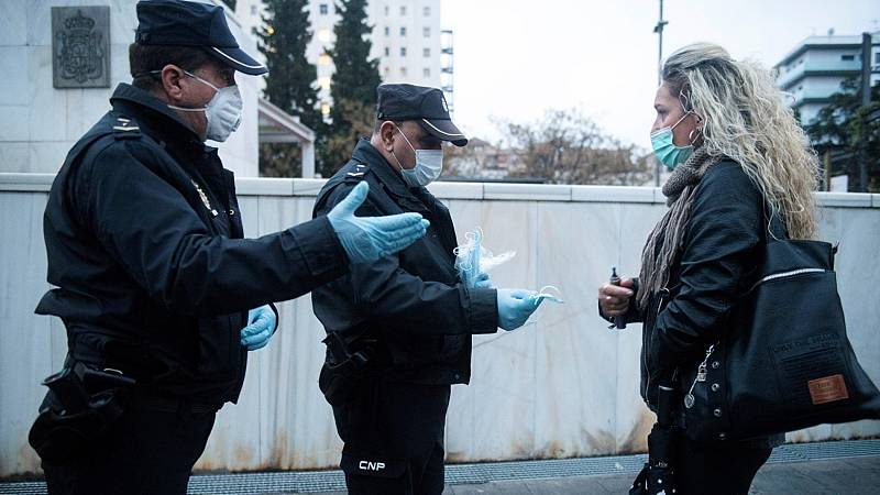 """Sanidad insiste en que las mascarillas """"no es la medida más importante"""" para evitar el coronavirus"""