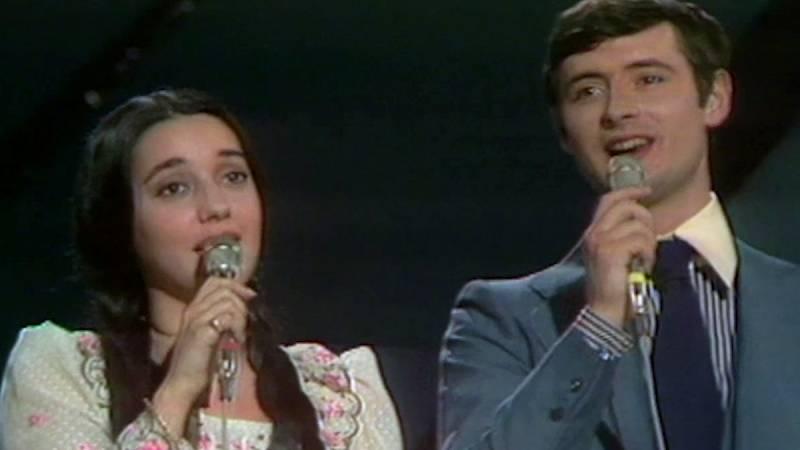 "Festival de Eurovisión 1975 - Sergio y Estíbaliz cantaron ""Tú volverás"""