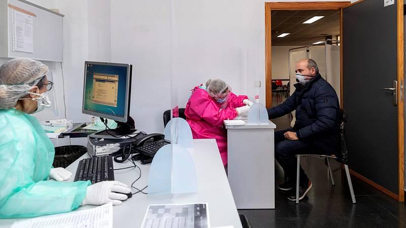 Fernando Simón, director del Centro de Coordinación de Alertas y Emergencias Sanitarias, que regresaba a la rueda de prensa diaria de Moncloa después de superar la enfermedad COVID-19, ha justificado el control de los laboratorios privados de pruebas