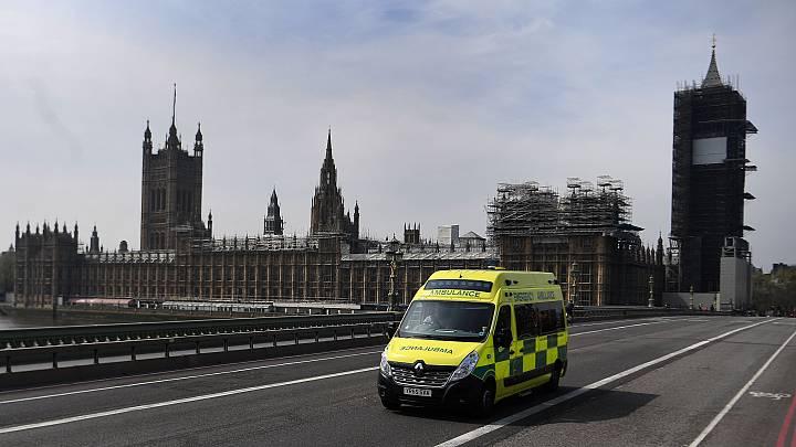 En Reino Unido se estabiliza el número de fallecimientos pero el Gobierno cree que es pronto para relajar las restricciones