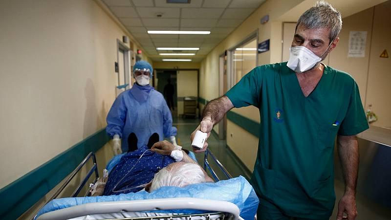 """La """"anomalía griega"""": 2100 casos y algo más de 100 fallecidos"""