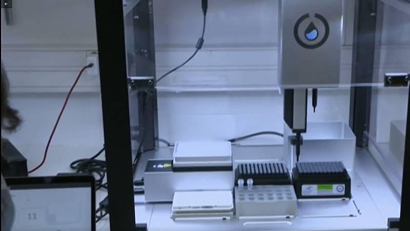 Varios hospitales ya disponen del superrobot que hce 2.400 PCR al día