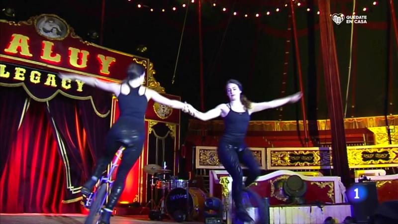 Acróbatas, payasos y otros artístas celebran confinados el 'Día Mundial del Circo'