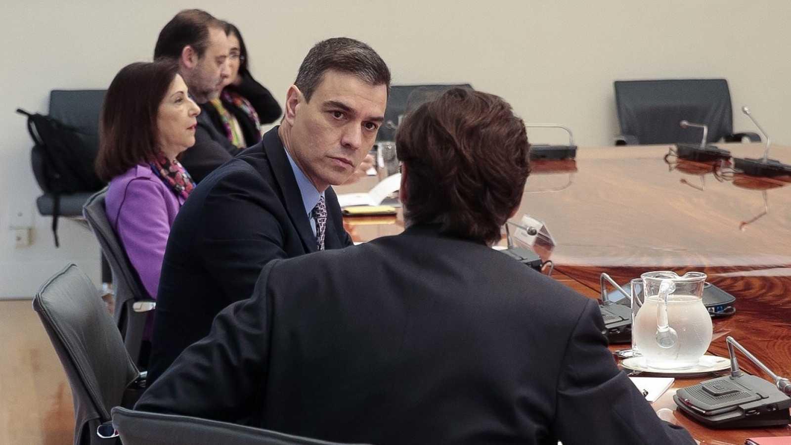 Sánchez avanza a los presidentes autonómicos sus planes para la desescalada