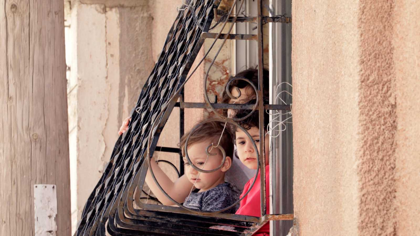El Gobierno estudia que hasta tres niños puedan salir acompañados por un adulto con el que convivan