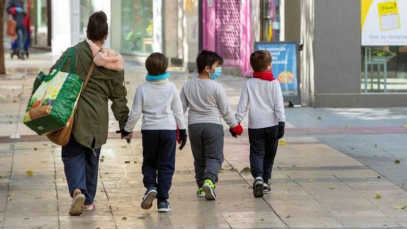 """Iglesias: """"A partir del domingo, los niños de hasta 14 años podrán salir una vez al día, durante una hora, y en un radio de un kilómetro"""""""