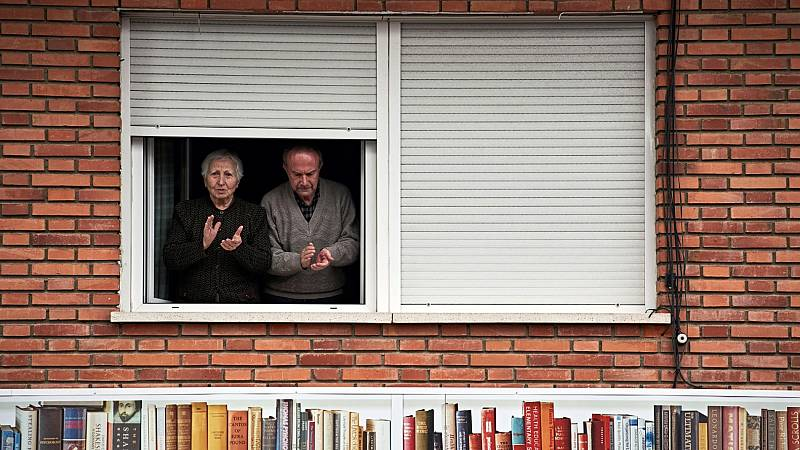 El Gobierno estudia medidas de alivio en el confinamiento de los mayores