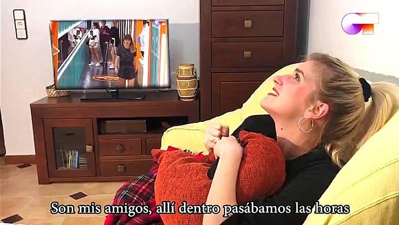 """Samantha canta """"Marta, Sebas, Guille y los demás"""" en el quinto pase de micros de #QuedOTenCasa"""
