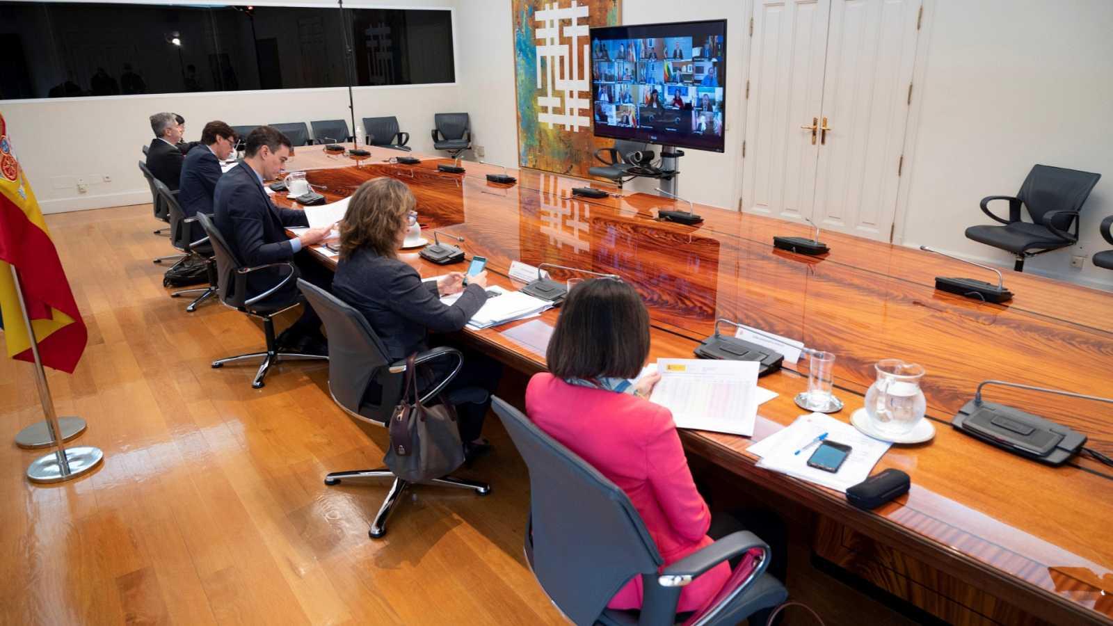 El Gobierno y las comunidades autónomas discuten la forma de encarar la desescalada