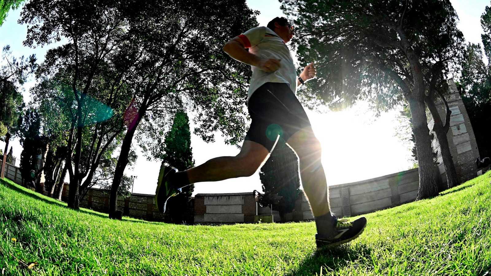 Las personas mayores de 14 años salen a correr o pasear, tras siete semanas de confinmiento
