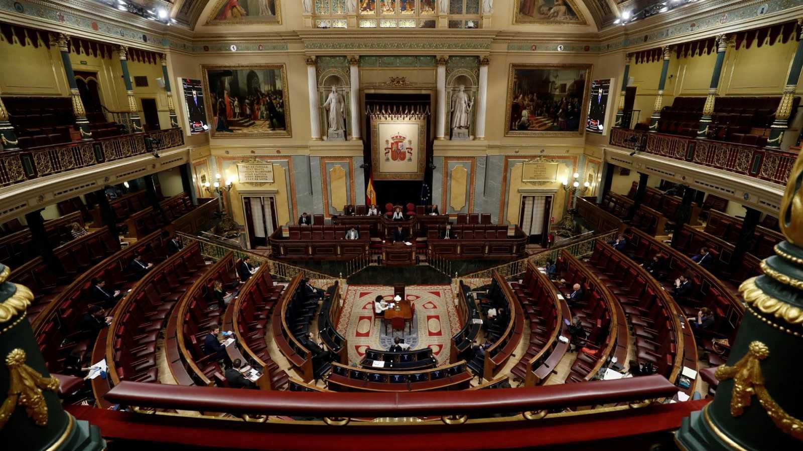 """El Gobierno salva la cuarta prórroga del estado de alarma ante una oposición que pide """"un plan B"""""""