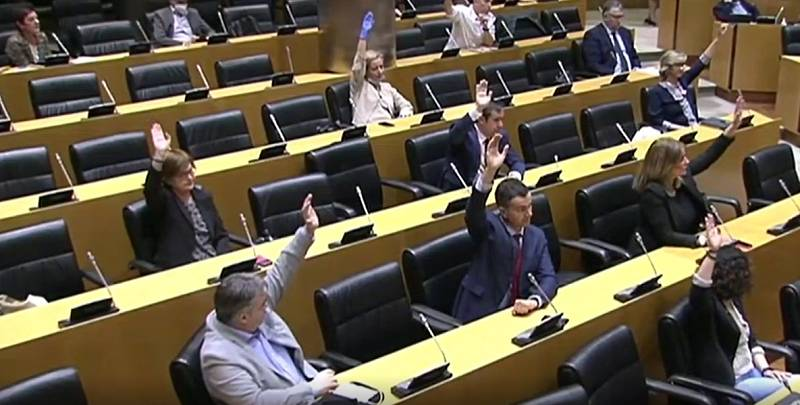 Patxi López, elegido presidente de la comisión para la reconstrucción con 165 votos