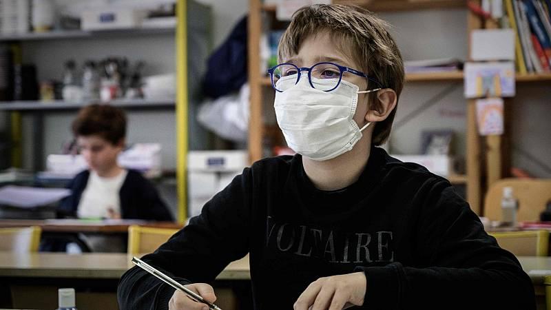 Miles de niños vuelven al colegio en el inicio de la desescalada en Francia