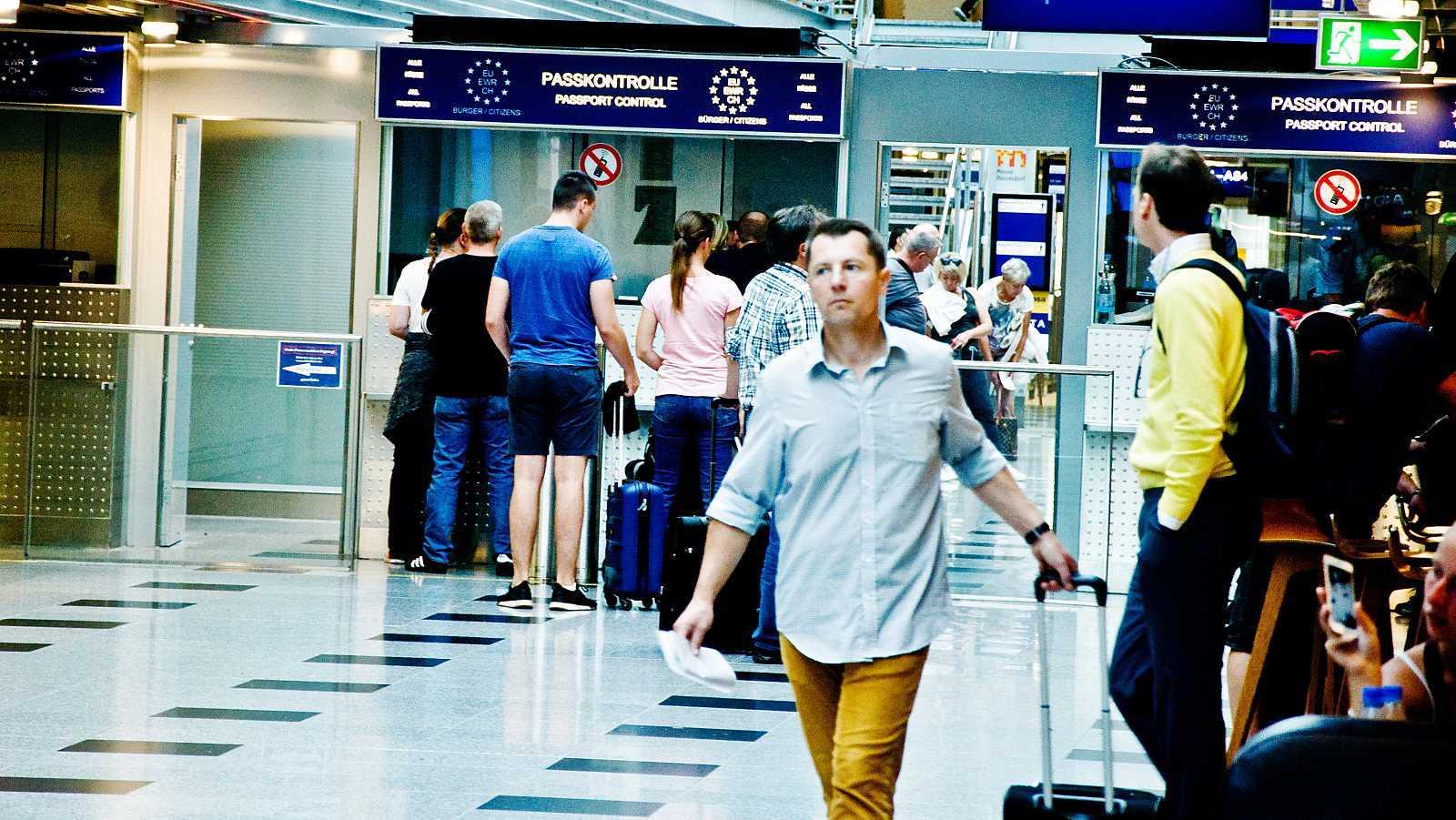 La Comisión Europea recomienda reabrir paulatinamente las fronteras para salvar la temporada turística