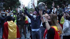 Decenas de personas se congregan en Madrid para pedir la dimisión de Sánchez