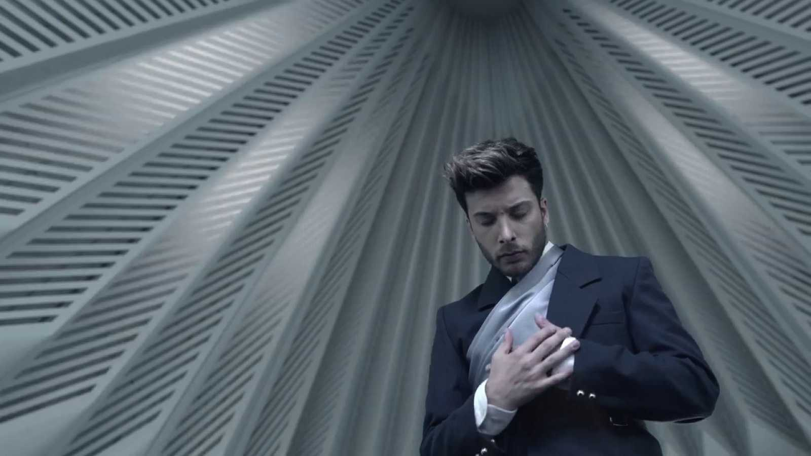 "Europe shine a light - Blas Cantó canta ""Universo"""