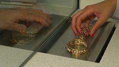 La falta de ingresos durante la crisis del coronavirus empuja a muchas familias a empeñar sus joyas