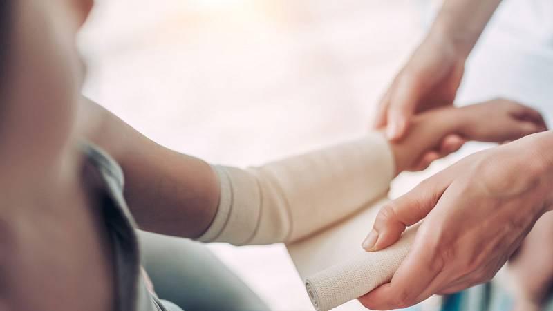 Los enfermos de piel de mariposa no pueden llevar mascarillas ni guantes