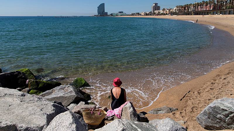 Cita previa, control de acceso y aforo limitado: así será el día de playa este verano