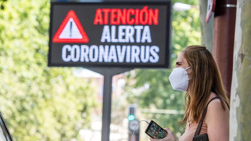 En la mayor parte de España las temperaturas rondan estos días los 30 grados centígrados. Con el calor, es más incómodo llevar la mascarilla pero, dicen los expertos que aunque podamos tener la sensación de falta de oxígeno, no es real para la mayorí
