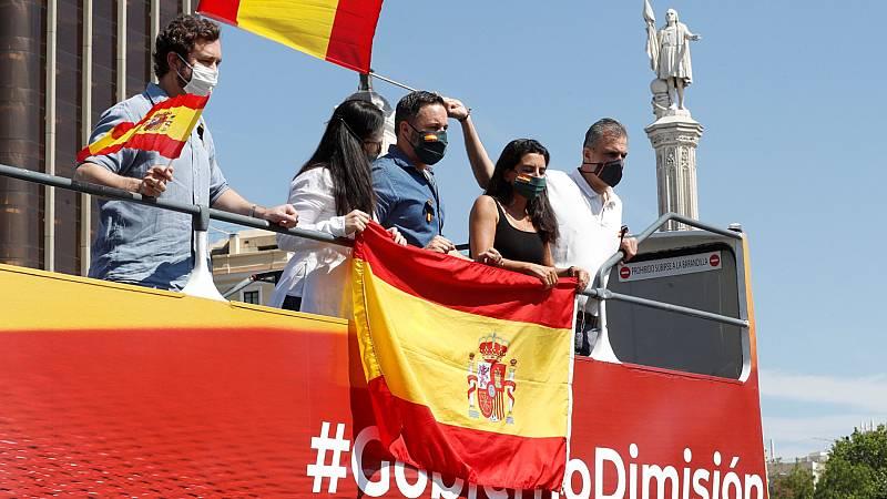 """La manifestación de Vox en Madrid arranca con centenares de manitestantes en sus vehículos pidiendo """"libertad"""""""
