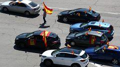 Cientos de manifestantes convocados por Vox piden desde sus vehículos la dimisión del Gobierno