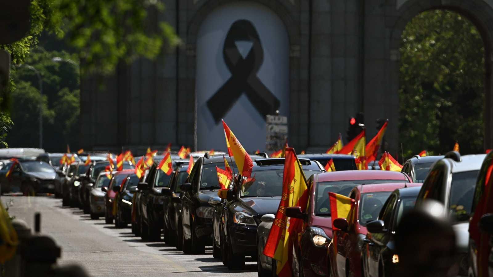Vox colapsa Madrid y otras ciudades con una caravana de vehículos que pide la dimisión del Gobierno