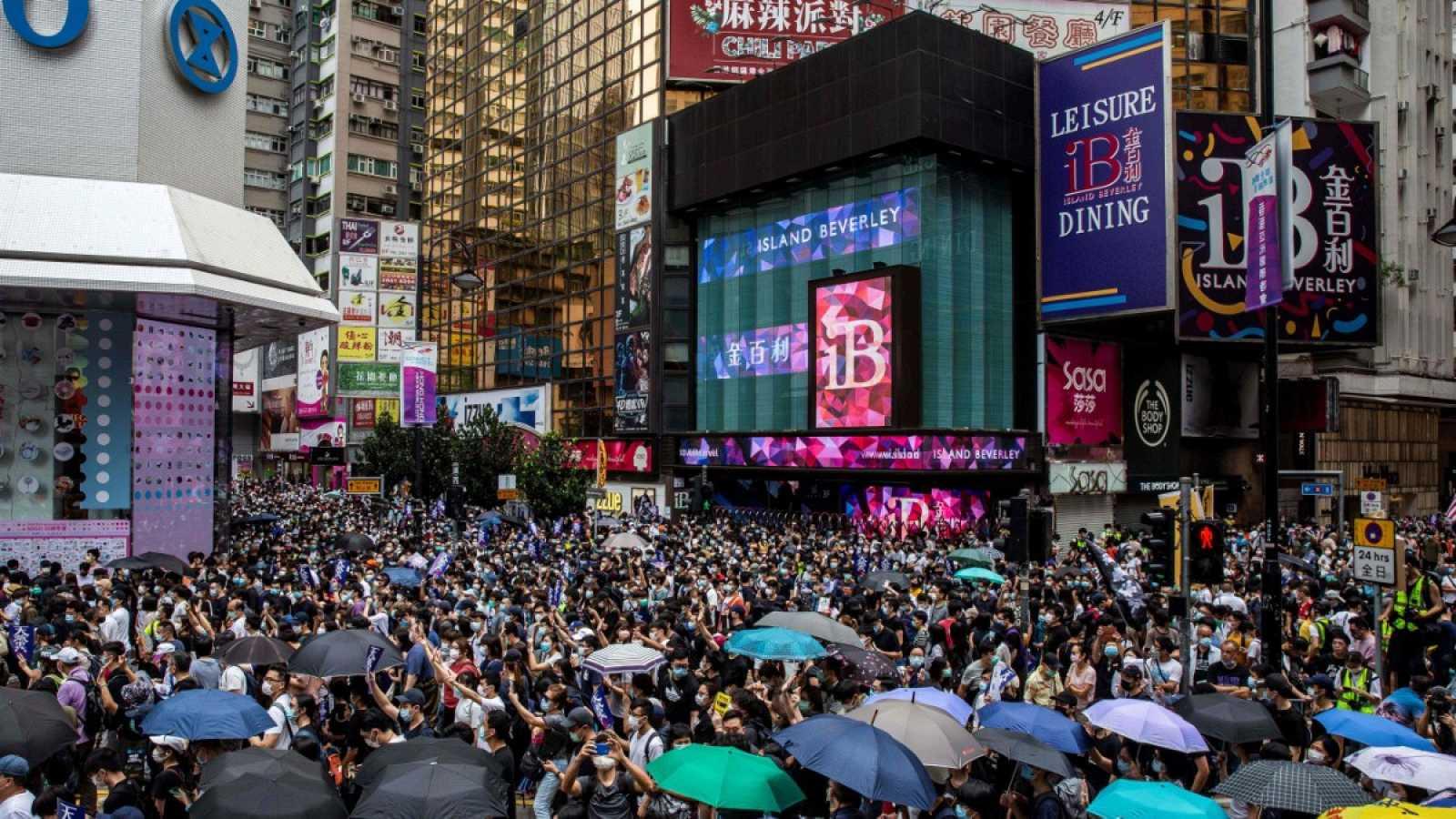 Miles de hongkoneses protestan por la polémica ley de seguridad china