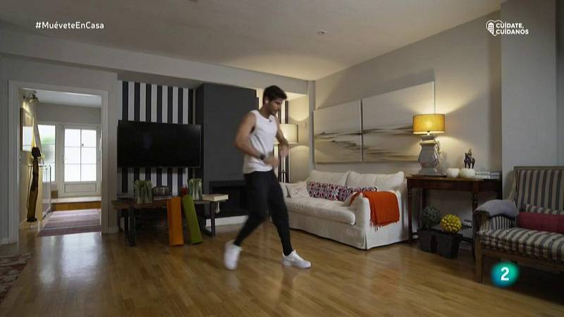 Muévete en casa - Coreografía con movimientos sencillos de caderas y brazos
