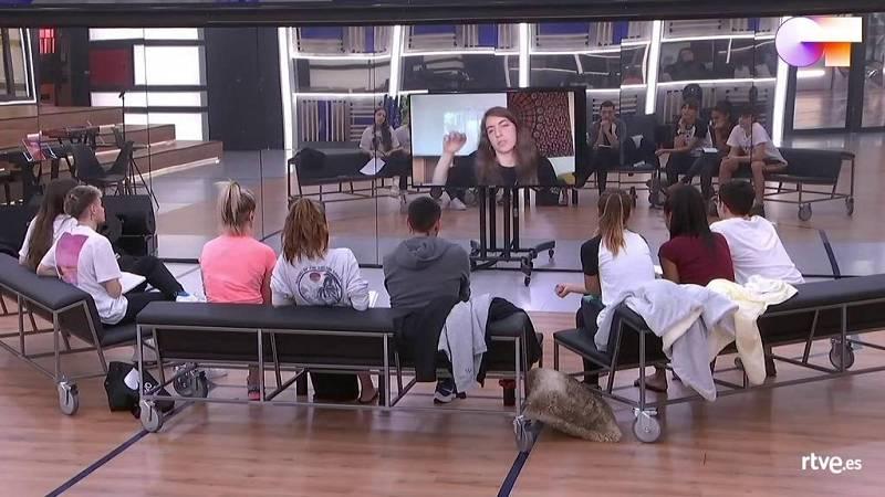 Sara Socas ofrece una clase magistral de rap y freestyle a los chicos de Operación Triunfo