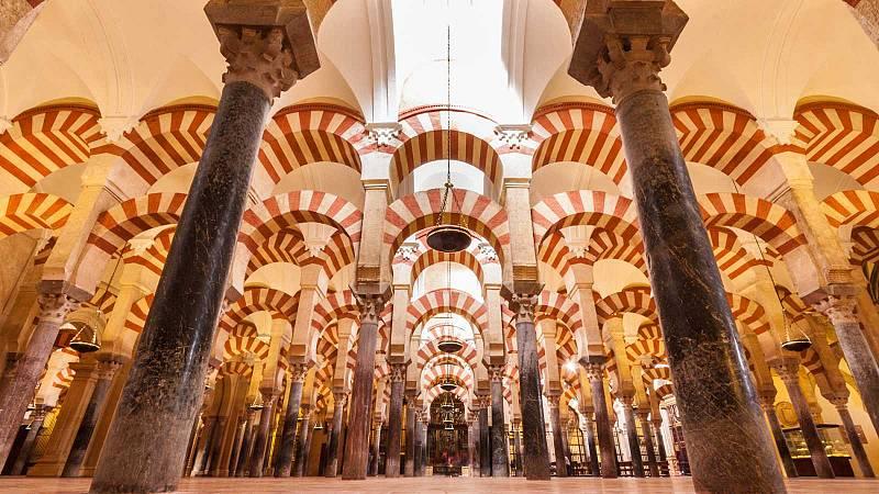 La Mezquita de Córdoba reabre con nuevo horario, un tercio del aforo y controles de temperatura a los visitantes