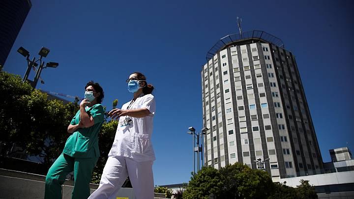 Sanidad contabiliza 345 nuevos casos de sanitarios contagiados notificados en la última semana