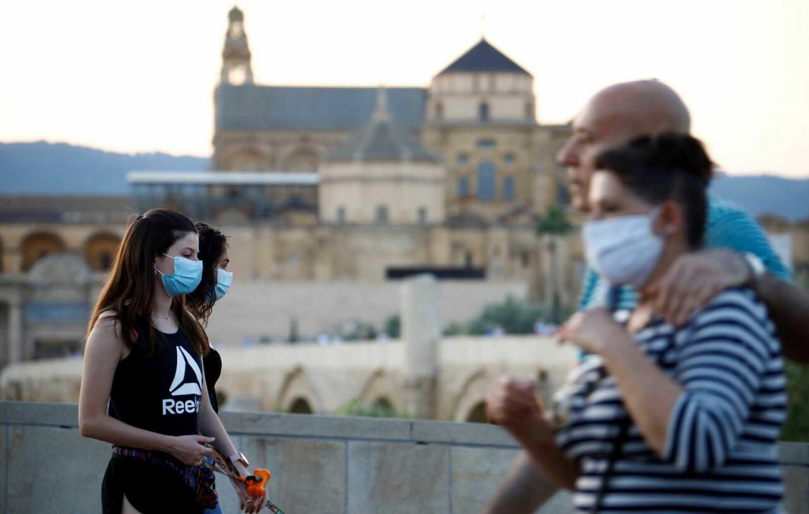 Sanidad rebaja en casi 2.000 la cifra total de fallecidos por Covid-19