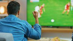 Los futboleros esperan la vuelta de la Liga tras el parón del coronavirus