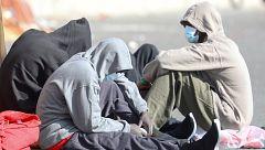 Sindicatos policiales y ONG reclaman un protocolo claro de cuarentena para los inmigrantes que llegan a Canarias