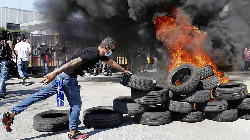 Los trabajadores de Nissan se concentran para protestar por el cierre de la planta de Barcelona