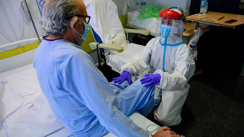 Uno de cada tres pacientes hospitalizados por Covid-19 en España desarrolló dificultad respiratoria y uno de cada cinco falleció, según los resultados preliminares del primer gran registro clínico nacional multicéntrico sobre esta enfermedad que llev